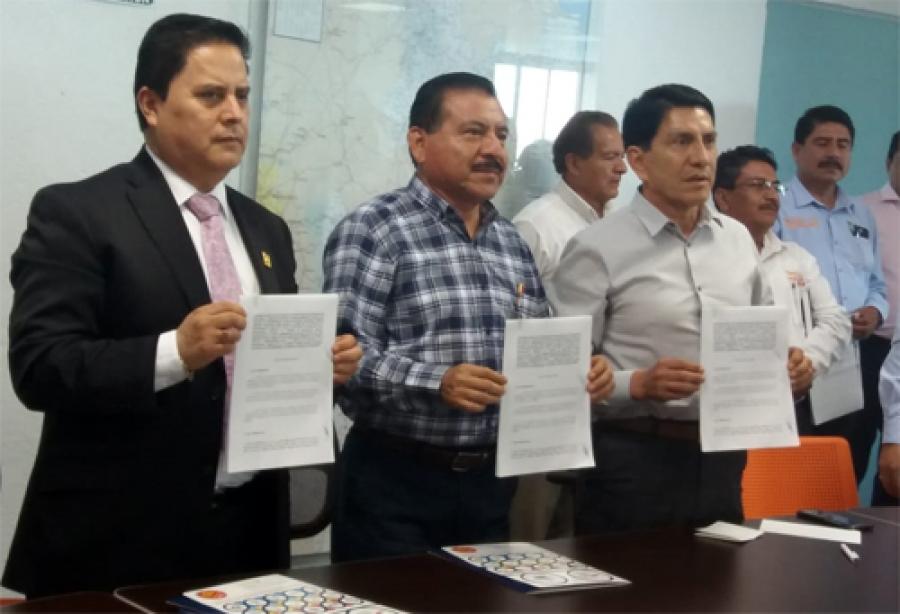 Diario de Puebla - Firman convenio escuelas Incorporadas a