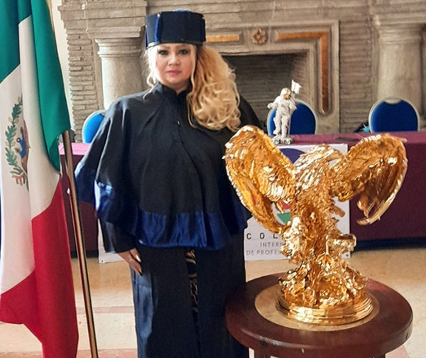 La abogada Blanca Gallo recibe Doctorado Honoris Causa